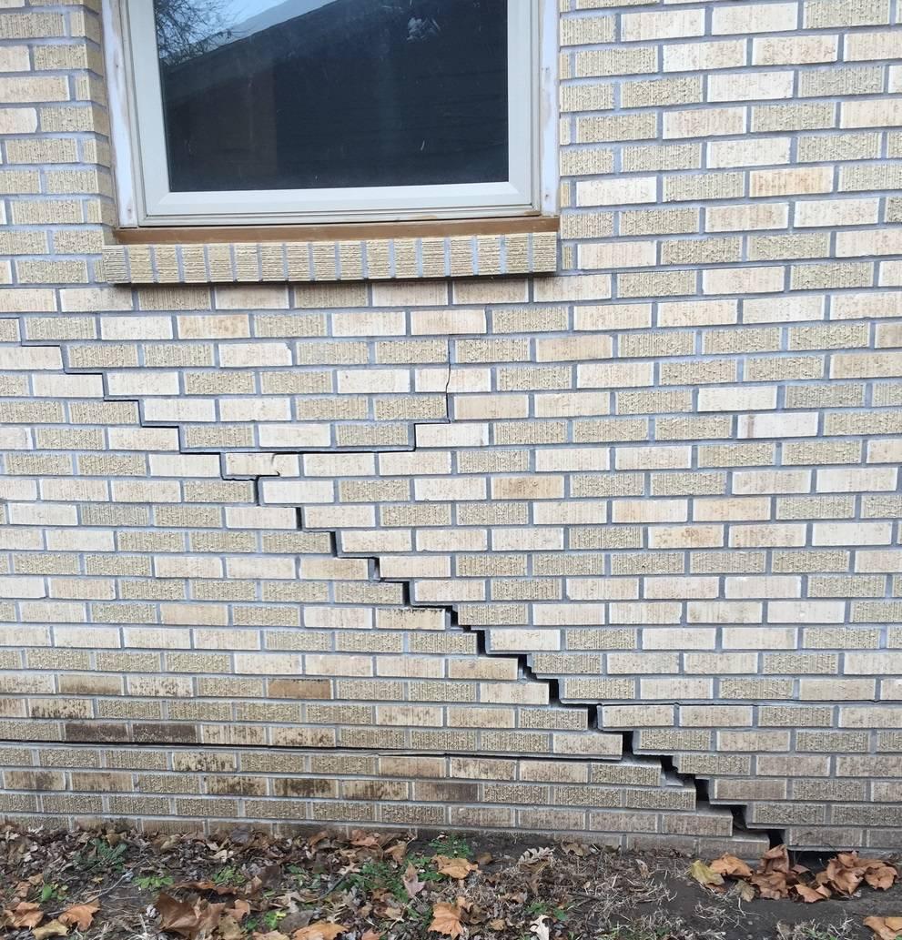 Nứt tường do trồi đất nền